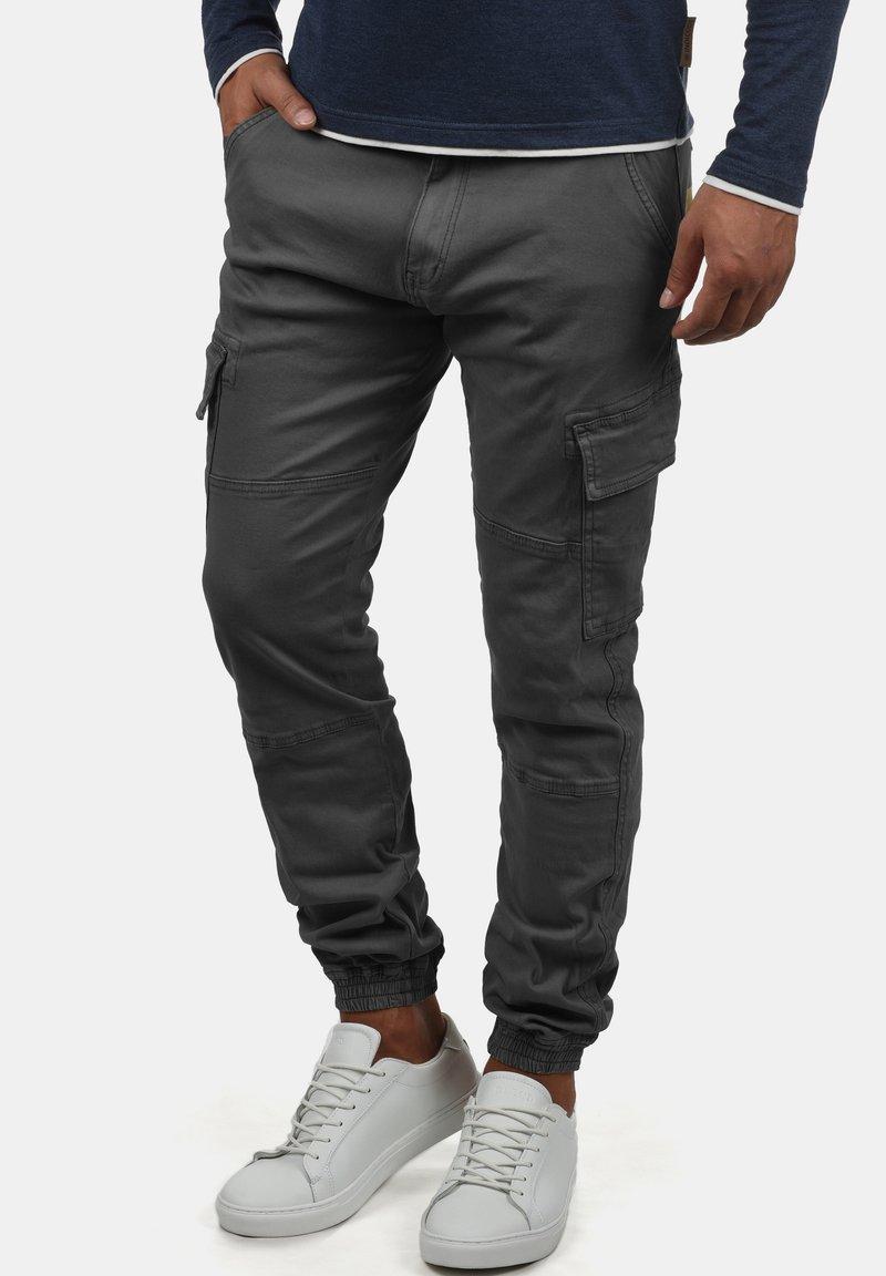 INDICODE JEANS - CARGOHOSE BROMFIELD - Cargo trousers - dark grey