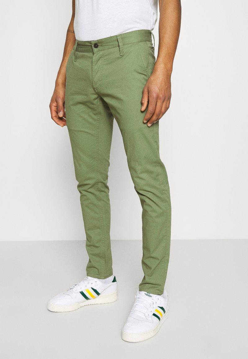 Denham - YORK - Chino - army green