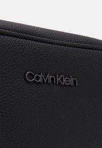 Calvin Klein - WAISTBAG UNISEX - Saszetka nerka - black - 4