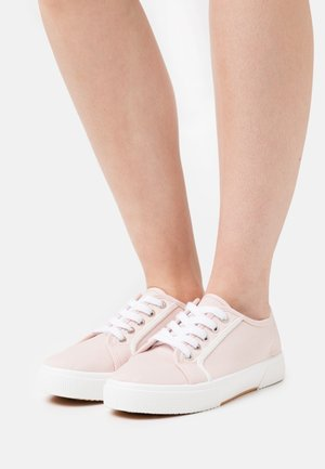 VEGAN LISA LACE UP PLIMSOLL - Joggesko - baby pink/white