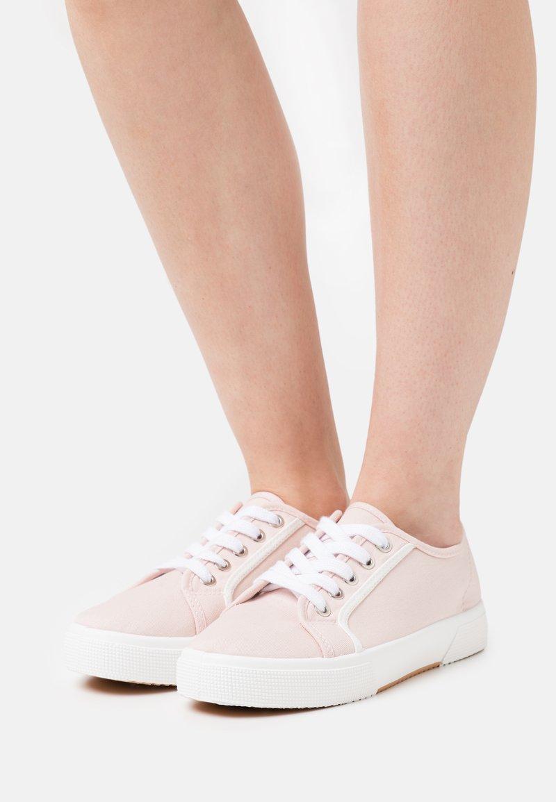 Rubi Shoes by Cotton On - VEGAN LISA LACE UP PLIMSOLL - Sneakers basse - baby pink/white