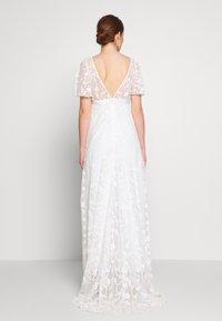 YAS - YASANASTASIA TRAIN DRESS - Suknia balowa - star white - 2