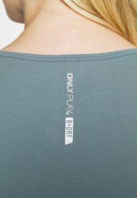 ONLY Play - ONPSTACIA CIRCULAR - T-shirt sportiva - goblin blue - 6