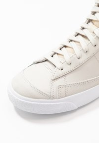 Nike Sportswear - BLAZER  - Sneakers hoog - light bone/total orange/orange trance/white - 6