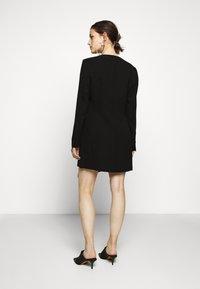 BCBGMAXAZRIA - EVE SHORT DRESS - Etuikjole - black - 2