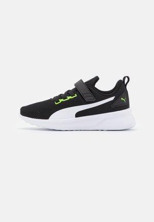 FLYER RUNNER UNISEX - Neutral running shoes - green flash/white/black