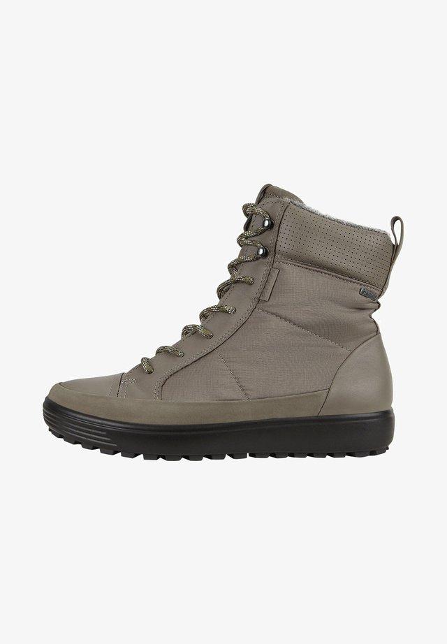 SOFT 7 TRED BOOT - Ankle Boot - dark clay/warm grey/warm grey