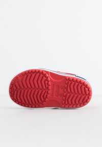 Crocs - CROCBAND II  - Sandalias de senderismo - pepper/blue jean - 3