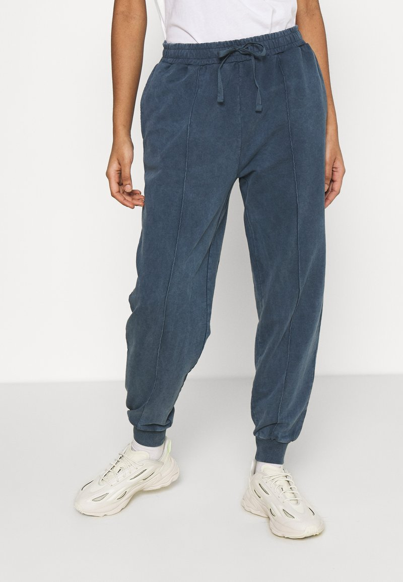 Topshop - ACID WASH JOGGER - Tracksuit bottoms - denim blue