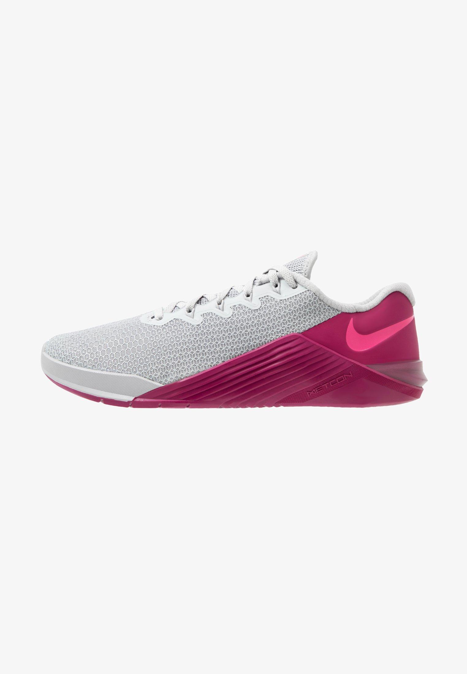 Mamá Habubu Grabar  Nike Performance METCON 5 - Zapatillas de entrenamiento - atmosphere  grey/true berry/pink blast/gris - Zalando.es