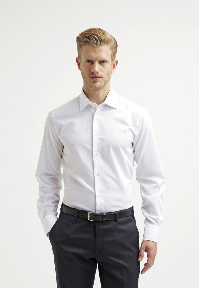 FITTED - Kostymskjorta - white