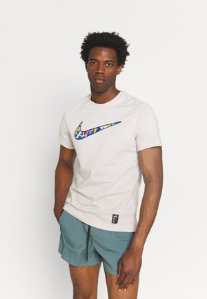 AIR TEE - T-shirt med print - desert sand