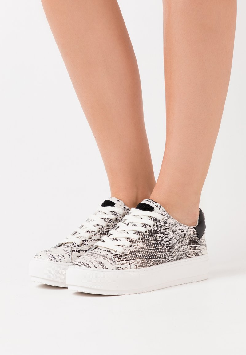 Kurt Geiger London - LANEY EAGLE - Tenisky - black/white