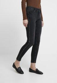comma - Jeans Skinny Fit - black denim - 0