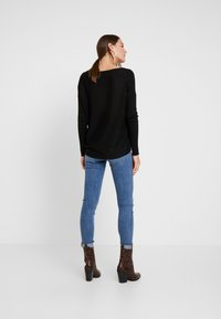 Anna Field - RELAXED V-NECK - Strickpullover - black - 2