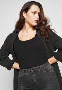 New Look Curves - SEAMED - Long sleeved top - black - 4