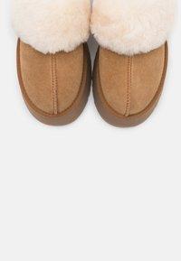 UGG - FUNKETTE - Pantoffels - chestnut - 4