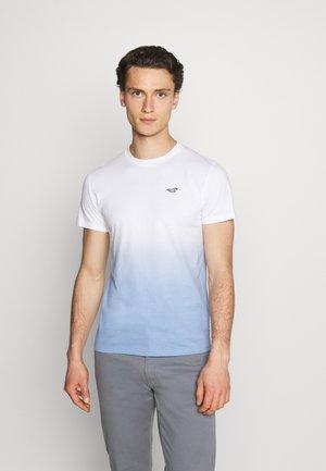 CREW OMBRE - T-shirt med print - white/blue