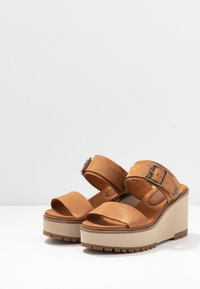 Timberland - KORALYN BAND WEDGE - Pantolette hoch - rust - 4