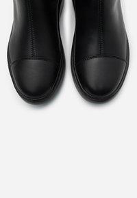 Guess - BECKLY - Korte laarzen - black - 5