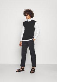 Jack & Jones PREMIUM - JPRBLASTRETCH ROLL NECK TEE - Långärmad tröja - white - 1