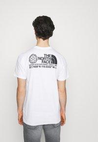 The North Face - COORDINATES TEE - Camiseta estampada - white - 2