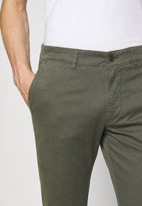 DRYKORN - MAD - Pantaloni - mottled olive - 3