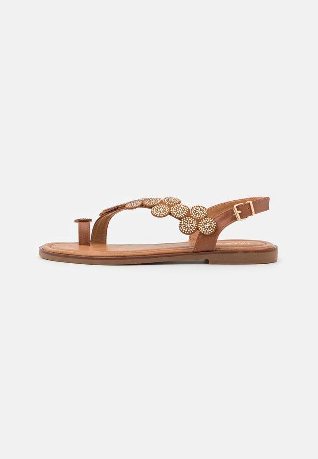 Sandály s odděleným palcem - brown