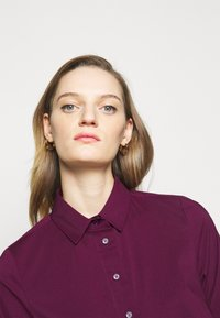 Steffen Schraut - BENITA FASHIONABLE BLOUSE - Button-down blouse - wild berry - 3