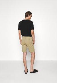 NN07 - CROWN - Shorts - khaki - 2