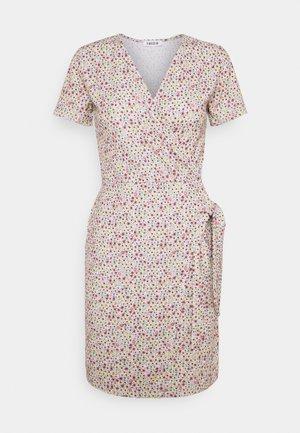 GRETA DRESS - Vapaa-ajan mekko - berry cute