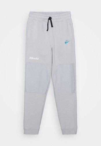 AIR - Jogginghose - grey fog/laser blue