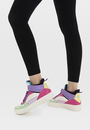MIT FARBLICH ABGESETZTEN ELEMENTEN  - Sneakers high - multi-coloured