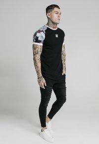 SIKSILK - T-shirt print - black - 3