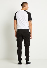 Only & Sons - ONSCAM STAGE CUFF - Pantalon cargo - black - 2