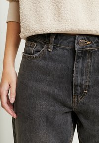 Topshop Petite - MOM CLEAN - Jeansy Relaxed Fit - washed - 4