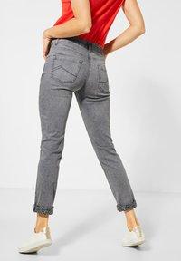 Cecil - KREMPEL-DETAIL - Slim fit jeans - grau - 2