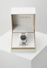 Versace Watches - HELLENYIUM - Zegarek - silver-coloured/black - 2