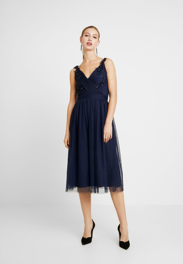 A ROSETTE MIDI PROM DRESS WITH FLORAL AND FAU - Vestito elegante - navy