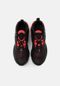 Nike Sportswear - AIR MAX EXOSENSE - Trainers - black/chile red - 3