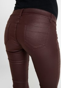 MAMALICIOUS - Jeans Slim Fit - decadent chocolate - 4