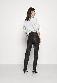 NA-KD - HIGH WAIST - Straight leg jeans - black - 2