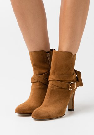 AGNAVI - High heeled ankle boots - camel