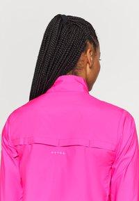 Puma - IGNITE WIND JACKET - Běžecká bunda - luminous pink - 5