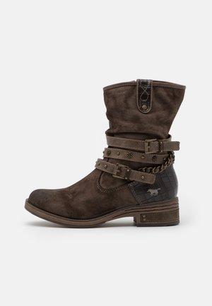 Kovbojské/motorkářské boty - dunkelbraun