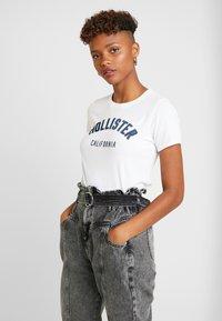 Hollister Co. - TECH CORE LOGO - Print T-shirt - white with shine - 0