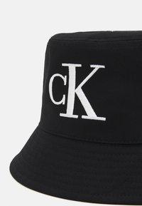 Calvin Klein Jeans - MONO BUCKET UNISEX - Klobouk - black - 4