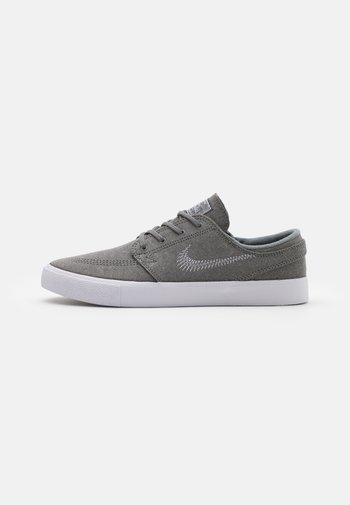 ZOOM STEFAN JANOSKI UNISEX - Sneakers - tumbled grey/white
