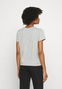 CLOSED - CREW NECK WITH LOGO ON CHEST - Print T-shirt - taupe - 4