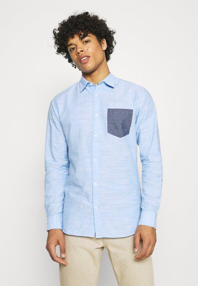 JJCOLIN PATCH PLAIN - Shirt - cashmere blue